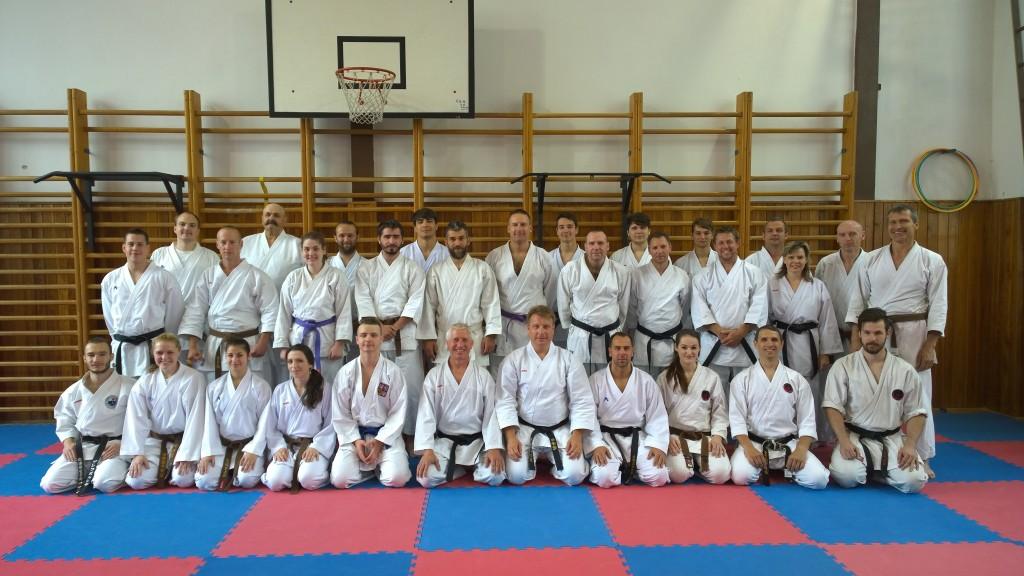 Účastníci školení trenérů karate v Českých Budějovicích